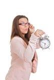 Mujer que sostiene el reloj Fotos de archivo libres de regalías