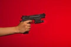Mujer que sostiene el traje cosplay malvado residente de la acción del arma Fotografía de archivo libre de regalías