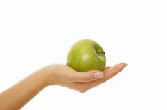 Mujer que sostiene la manzana fresca Imágenes de archivo libres de regalías