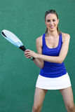 Mujer que sostiene la paleta de la estafa sportswoman Imagen de archivo libre de regalías
