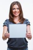Mujer que sostiene la tarjeta del blanc Imagen de archivo