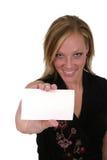 Mujer que sostiene la tarjeta en blanco 2 Imágenes de archivo libres de regalías