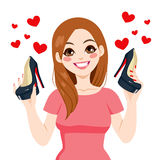 Mujer que sostiene los zapatos de los tacones altos Imágenes de archivo libres de regalías