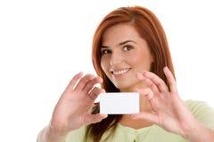 Mujer que sostiene su tarjeta de visita imágenes de archivo libres de regalías