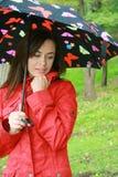 Mujer que sostiene un paraguas Fotos de archivo libres de regalías