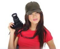 Mujer que sostiene una cámara de la foto Imagen de archivo libre de regalías