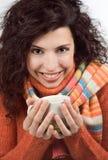 Mujer que sostiene una taza de té Imágenes de archivo libres de regalías