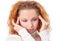 Mujer que sufre de dolor de cabeza Imágenes de archivo libres de regalías