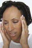 Mujer que sufre de dolor de cabeza severo Imagen de archivo libre de regalías