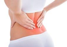 Mujer que sufre de dolor de espalda imagenes de archivo