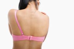 Mujer que sufre después de cirugía del cáncer de pecho fotos de archivo