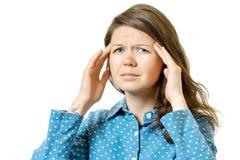 Mujer que tiene dolor de cabeza aislado en blanco Fotografía de archivo libre de regalías