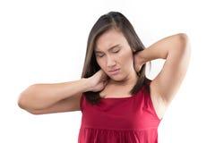 Mujer que tiene dolor en la parte posterior y el cuello, dolor en la parte posterior fotos de archivo