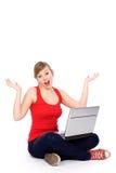 Mujer que tiene problema del ordenador Imágenes de archivo libres de regalías