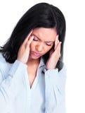 Mujer que tiene un dolor de cabeza. Fotos de archivo
