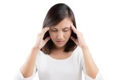 Mujer que tiene un dolor de cabeza imagen de archivo libre de regalías