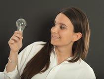 Mujer que tiene una idea Imagen de archivo libre de regalías