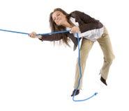 Mujer que tira de la cuerda Foto de archivo