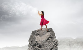 Mujer que toca la flauta Fotografía de archivo libre de regalías