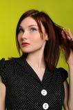 Mujer que toca su pelo Imagen de archivo libre de regalías