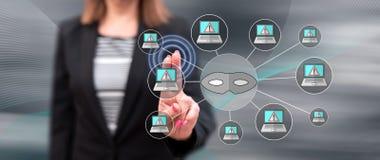 Mujer que toca un concepto cibern?tico del ataque fotos de archivo libres de regalías