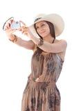 Mujer que toma la foto en la sonrisa del verano Fotos de archivo