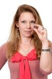 Mujer que toma la píldora Fotos de archivo libres de regalías