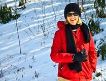 Mujer que toma las fotos del invierno Fotos de archivo libres de regalías