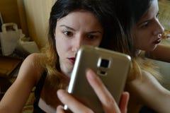 Mujer que toma un selfie Fotografía de archivo