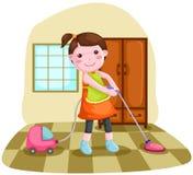 Mujer que usa el cleanner del vacío Fotos de archivo