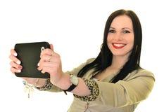 Mujer que usa el ordenador de la tablilla Fotografía de archivo libre de regalías