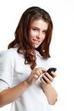 Mujer que usa el teléfono elegante Fotos de archivo