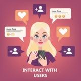 Mujer que usa el teléfono móvil La adolescencia comunica con los amigos libre illustration