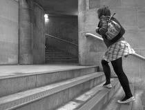 Mujer que va abajo de las escaleras Imágenes de archivo libres de regalías