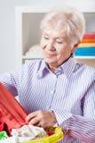 Mujer que va a hacer el lavado Fotos de archivo libres de regalías