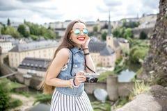 Mujer que viaja en Luxemburgo Fotografía de archivo