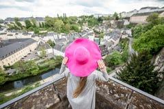 Mujer que viaja en Luxemburgo Foto de archivo libre de regalías