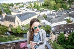 Mujer que viaja en Luxemburgo Imagenes de archivo
