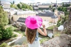 Mujer que viaja en Luxemburgo Fotos de archivo libres de regalías