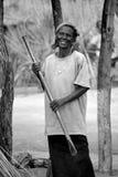 Mujer que vive en la ciudad de Bangani Imagenes de archivo