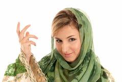 Mujer árabe joven con el retrato del primer del velo Imágenes de archivo libres de regalías