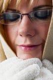Mujer Relaxed con el cabo y los guantes Fotos de archivo