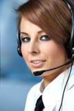 Mujer representativa del centro de atención telefónica con el receptor de cabeza. Imagenes de archivo