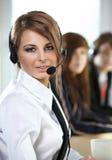 Mujer representativa del centro de atención telefónica con el receptor de cabeza. Imagen de archivo libre de regalías
