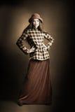 Mujer retra en ropa del vintage Fotos de archivo