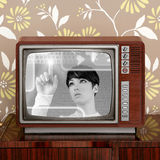 Mujer retra futurista del futuro de la vendimia TV del contraste fotografía de archivo
