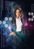 Mujer rodeada por símbolos de la ciencia y de la tecnología imagenes de archivo
