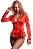 Mujer roja adulta atractiva del pelo en chaqueta y bragas rojas Imagen de archivo