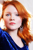 Mujer roja atractiva hermosa joven Fotografía de archivo libre de regalías