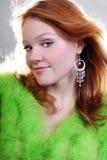 Mujer roja atractiva hermosa joven Fotos de archivo libres de regalías